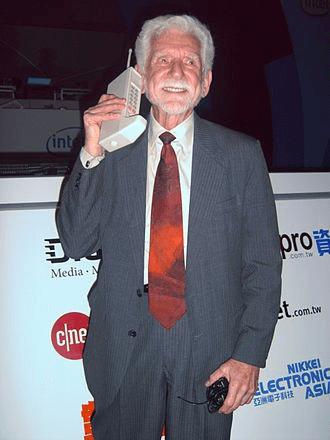 prvi-mobilni-telefon