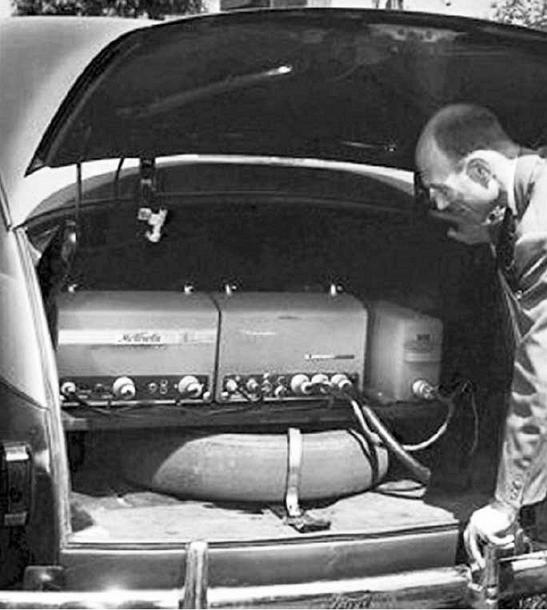 telefon-u-kolima-radio